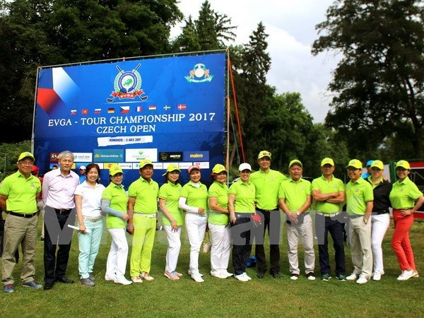 Torneo de golf une a vietnamitas residentes en Europa hinh anh 1