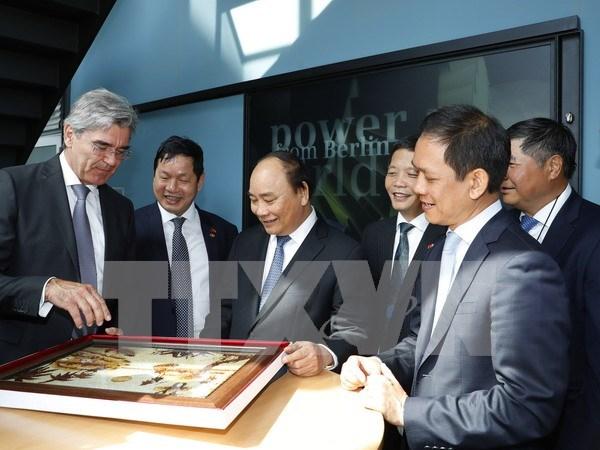 Premier de Vietnam se reune con alcalde de Berlin hinh anh 1