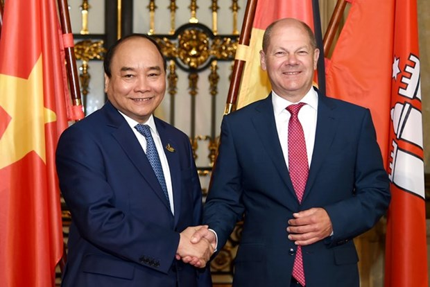 Premier de Vietnam respalda cooperacion con Hamburgo en desarrollo de puertos maritimos hinh anh 1