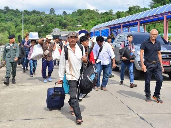 Decenas de miles de trabajadores extranjeros repatriados desde Tailandia hinh anh 1