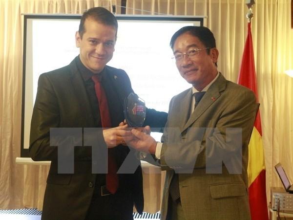 Periodista brasileno premiado del Concurso vietnamita de Informacion para el Exterior hinh anh 1