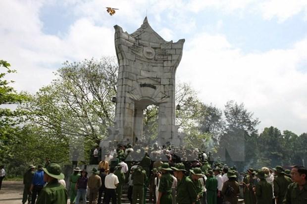 Vietnam celebra diversas actividades en homenaje a heroes y martires hinh anh 1