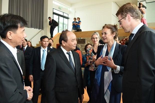 Premier vietnamita visita Universidad de Wageningen en Paises Bajos hinh anh 1