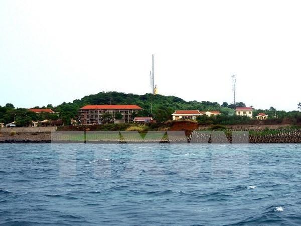 Inauguran mastil de bandera nacional en distrito insular vietnamita hinh anh 1
