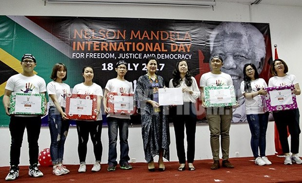 Celebran en Vietnam actividades caritativas en saludo al Dia Internacional de Nelson Mandela hinh anh 1