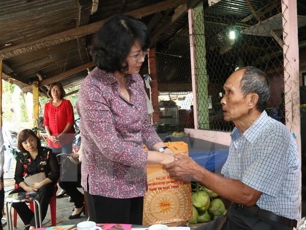 Dirigentes vietnamitas visitan a familias beneficiarias de politicas sociales hinh anh 1