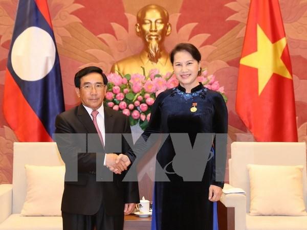Parlamentos de Vietnam y Laos por contribuir a fomento de relaciones binacionales hinh anh 1
