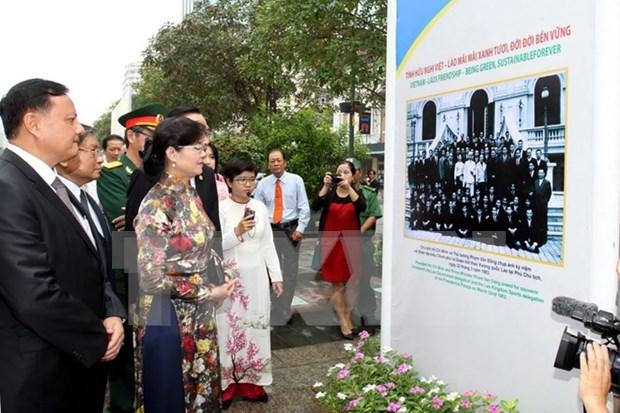 Inauguran exposicion fotografica sobre relaciones Vietnam-Laos hinh anh 1