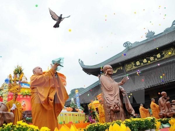 Ministro de Religion y Culto de Camboya visita Long An hinh anh 1