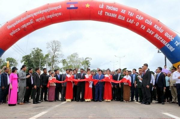 Vietnam y Camboya mejoran condiciones de transporte transnacional hinh anh 1