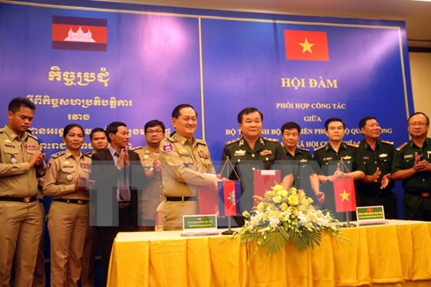 Vietnam y Camboya por elevar intercambio comercial a cinco mil millones de dolares hinh anh 1