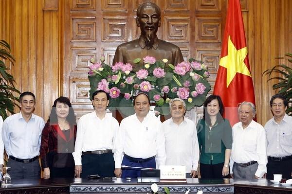 Premier vietnamita ratifica atencion del gobierno a la vida de profesores jubilados hinh anh 1
