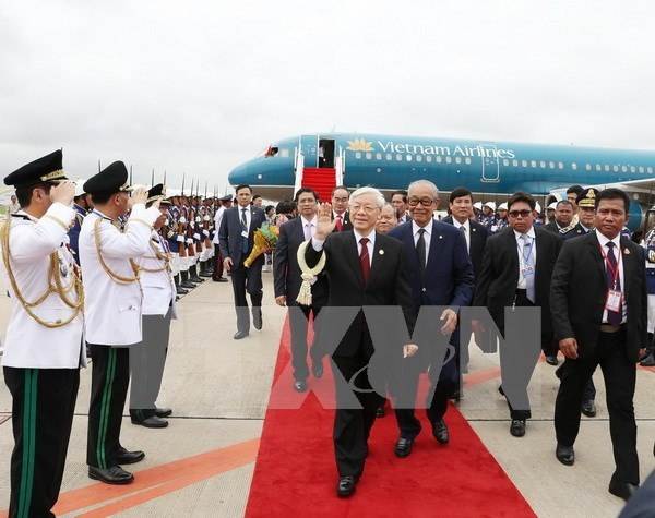 Secretario general del PCV parte de Hanoi para iniciar su visita a Camboya hinh anh 1