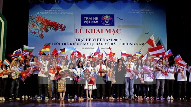 Vietnamitas residentes en ultramar rinden homenaje al Presidente Ho Chi Minh hinh anh 1