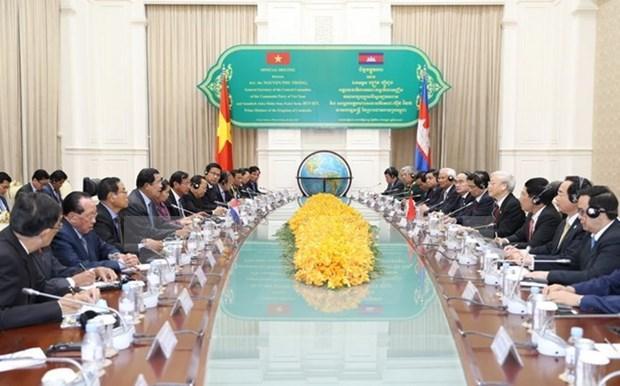 Visita del maximo dirigente partidista traza un nuevo rumbo para lazos Vietnam-Camboya hinh anh 1