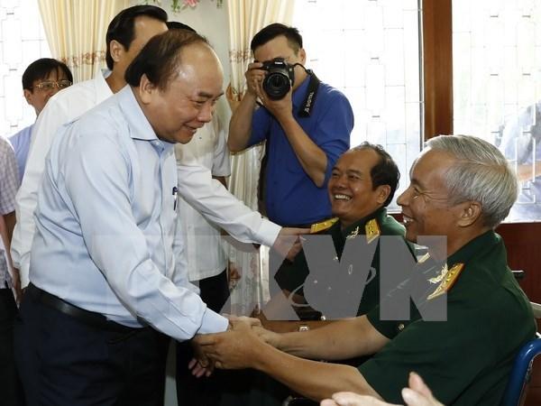 Politicas de retribucion a personas con meritos revolucionarios: prioridad del Gobierno vietnamita hinh anh 1