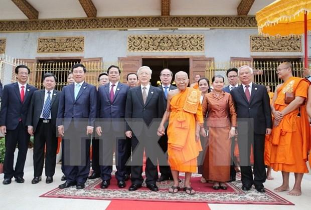 Secretario general del PCV dialoga con patriarcas budistas de Camboya hinh anh 1