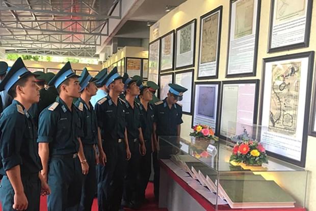 Presentan en provincia vietnamita mapas y documentos sobre soberania maritima nacional hinh anh 1