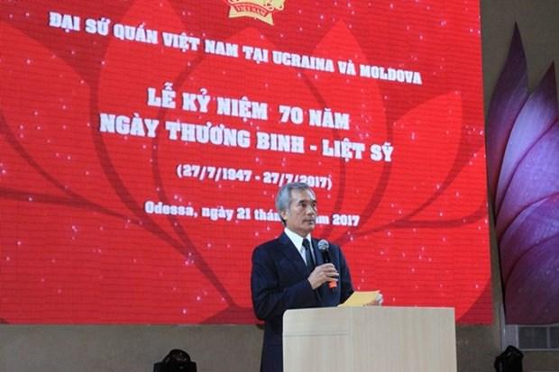 Vietnamitas en Ucrania homenajean a los caidos por la Patria hinh anh 1