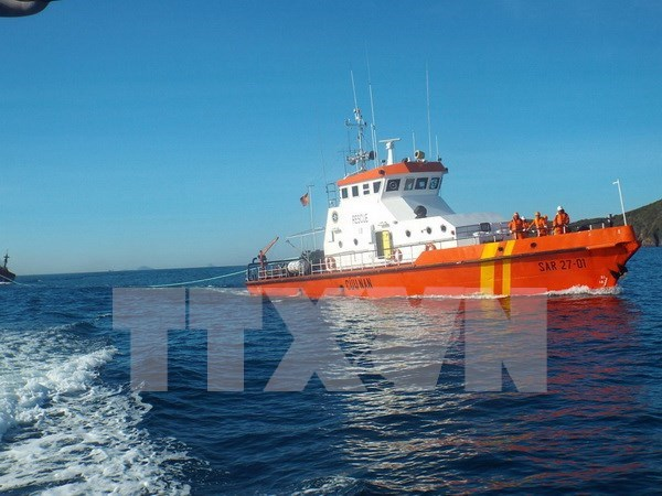 Rescatan a marinero chino accidentado en aguas cercanas de Vietnam hinh anh 1