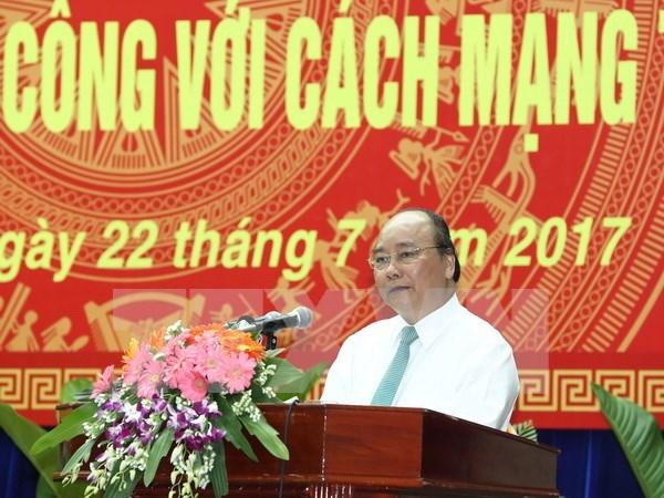 Premier vietnamita agradece a personas con meritos revolucionarios en Quang Nam hinh anh 1