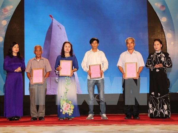 Continuan en Vietnam actividades en homenaje a los invalidos y caidos por la Patria hinh anh 1