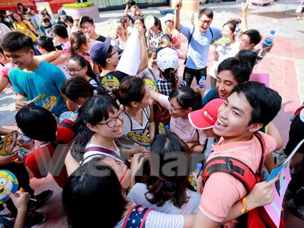 Hanoi responde al dia internacional de abrazos gratis hinh anh 1