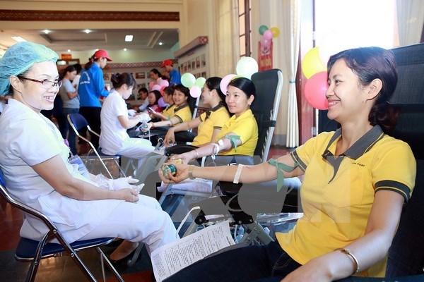 Localidades vietnamitas responden a campana de donacion de sangre hinh anh 1