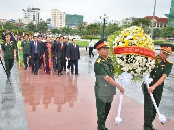 Rinden homenaje a voluntarios vietnamitas caidos en Camboya hinh anh 1