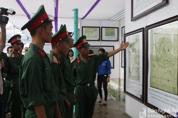 Ostentan en provincia central evidencias de soberania vietnamita en el mar hinh anh 1