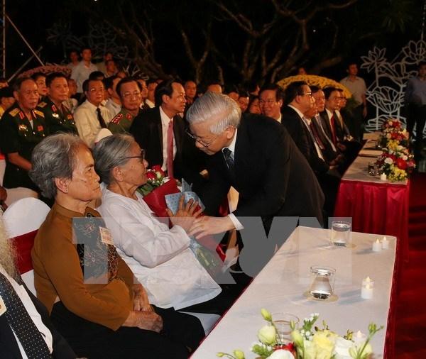 Vietnam impulsa implementacion de politicas sobre personas con meritos revolucionarios hinh anh 1