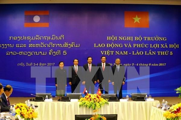 Vietnam y Laos fortalecen cooperacion en trabajo y seguridad social hinh anh 1