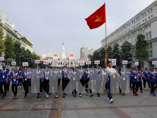 Seguidores vietnamitas acompanan a deportistas nacionales en SEA Games 29 hinh anh 1