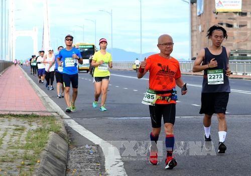 Cinco mil corredores participan en Maraton Internacional Da Nang 2017 hinh anh 1