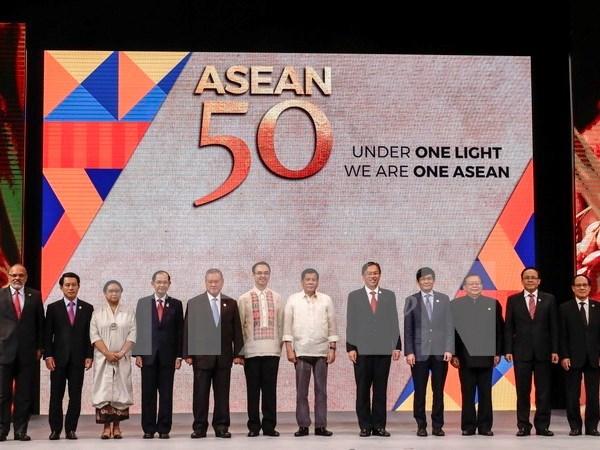Vietnam contribuye activamente a Reunion de cancilleres de ASEAN hinh anh 1