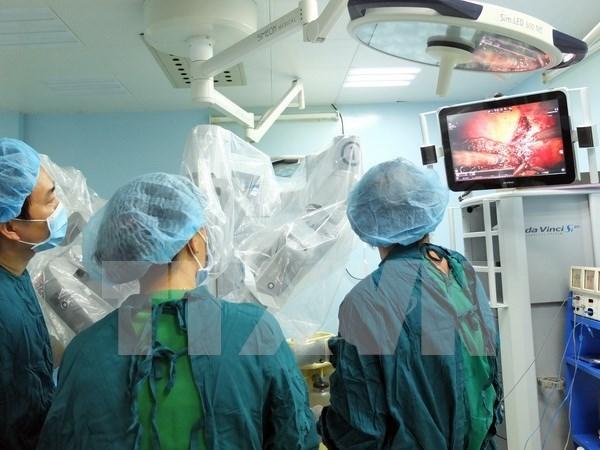 Vietnam realiza con exito primera operacion quirurgica hepatica con robot hinh anh 1