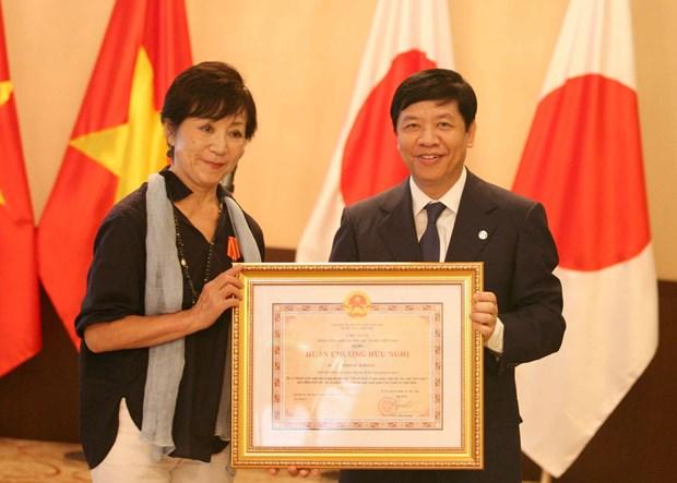 Conceden orden de amistad a directora japonesa por apoyo a victimas vietnamitas de dioxina hinh anh 1