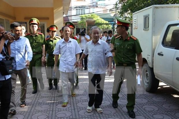 Sentencian a exfuncionarios vinculados al caso de Dong Tam hinh anh 1