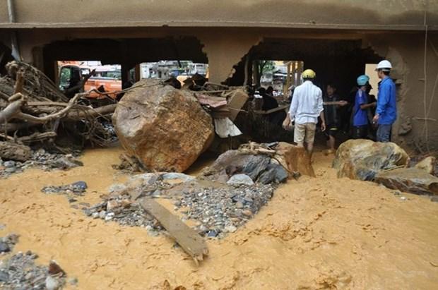 Premier de Laos extiende pesame a Vietnam por perdidas provocadas por inundaciones hinh anh 1