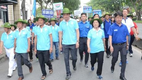 Voluntarios en Ciudad Ho Chi Minh actuan a favor de los necesitados hinh anh 1