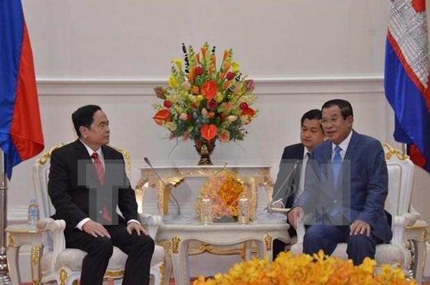 Dirigentes de Camboya reciben a presidente del Frente de la Patria de Vietnam hinh anh 1