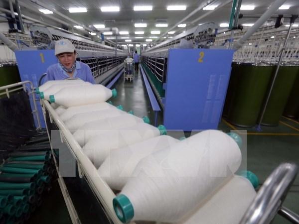 Empresas de confecciones textiles de Vietnam estudian mercado estadounidense hinh anh 1
