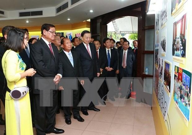 Exposicion resalta nexos Vietnam-Laos-Camboya en seguridad publica hinh anh 1
