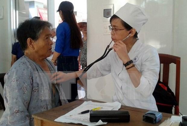 Doctores de origen vietnamita realizan programa medico gratuito en Camboya hinh anh 1