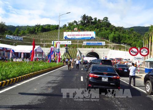 Ponen en funcionamiento tunel que une a provincias centrales de Vietnam hinh anh 1