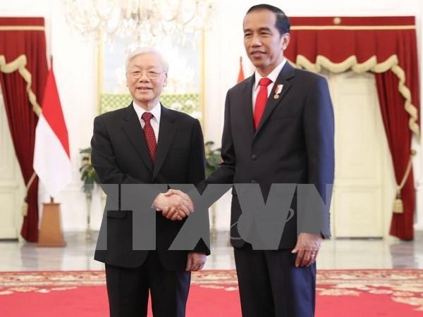 Joko Widodo ofrece una solemne recepcion al maximo dirigente partidista de Vietnam hinh anh 1