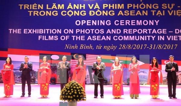 Inauguran en Vietnam exposicion sobre ASEAN hinh anh 1