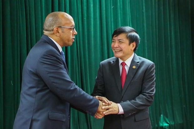 Vietnam dispuesto a compartir con Cuba experiencias de organizacion sindical hinh anh 1