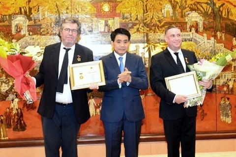 Hanoi reconoce aportes de ciudadanos franceses al desarrollo capitalino hinh anh 1