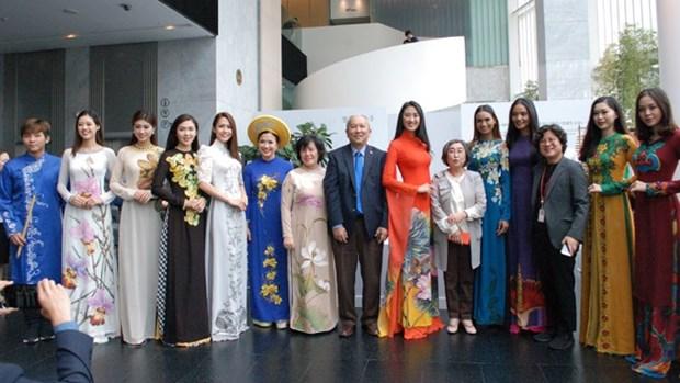Destacan en Sudcorea belleza del traje tradicional vietnamita Ao dai hinh anh 1